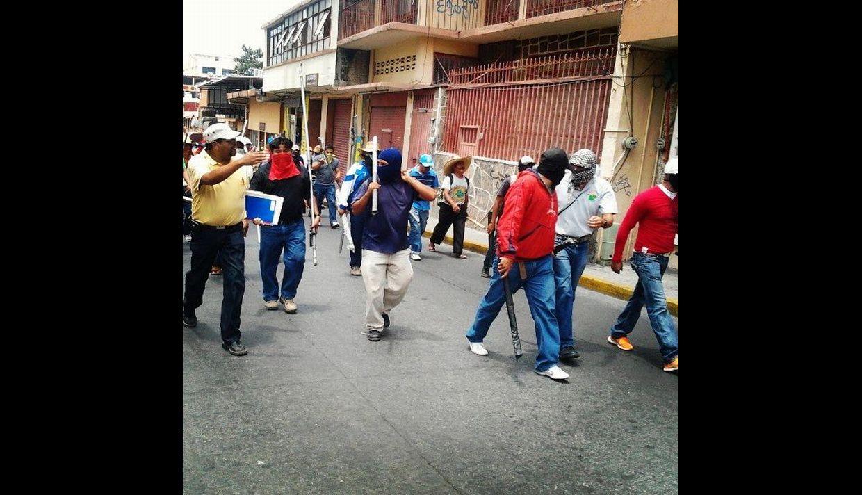 FOTOS: Profesores mexicanos destruyen locales políticos en rechazo a  reforma educativa