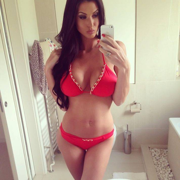[FOTOS] 10 sensuales 'selfies' de Alice Goodwin