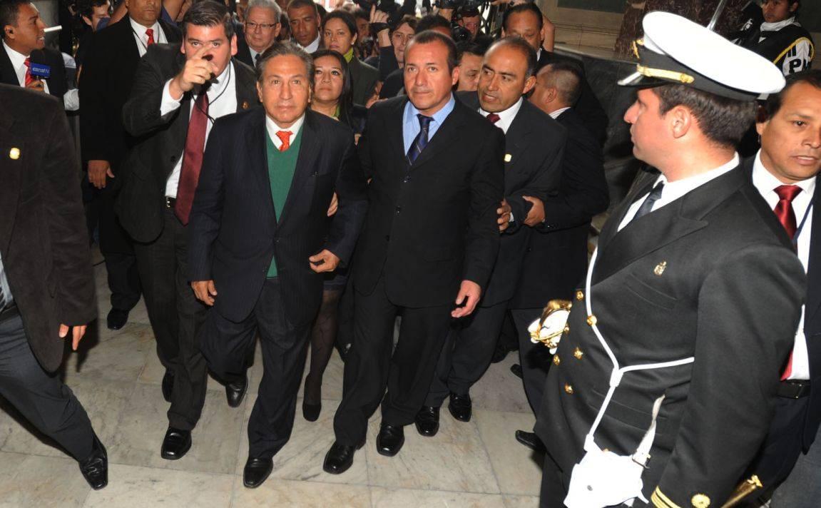 Alejandro Toledo llegó al Parlamento en medio de fuertes medidas de seguridad. (Foto: Congreso)