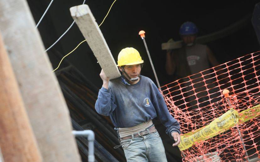 Los sectores que más contribuyeron al PBI son servicios, comercio y construcción