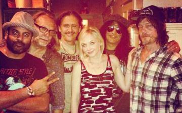'The Walking Dead': Así se divierten Norman Reedus y Emily Kinney con Slash