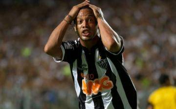 Palmeiras desiste de fichar a Ronaldinho Gaúcho
