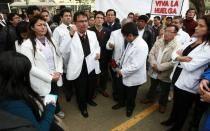 Huelga médica continuará tras frustrada negociación entre galenos y Ejecutivo