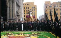 [FOTOS] Daniel Urresti participó en procesión de Santa Rosa de Lima