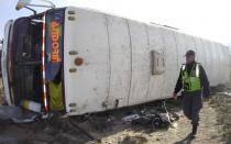 Peruana muere en volcadura de autobús en Bolivia