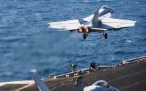 EEUU bombardea posiciones de EI y Kobane espera refuerzos
