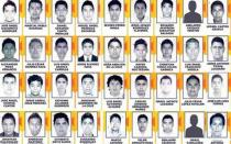 Iguala: Toman ayuntamiento y radios por 43 estudiantes desaparecidos