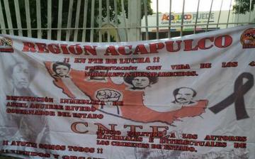 Iguala: Toman alcaldía de Acapulco en protesta por 43 desaparecidos