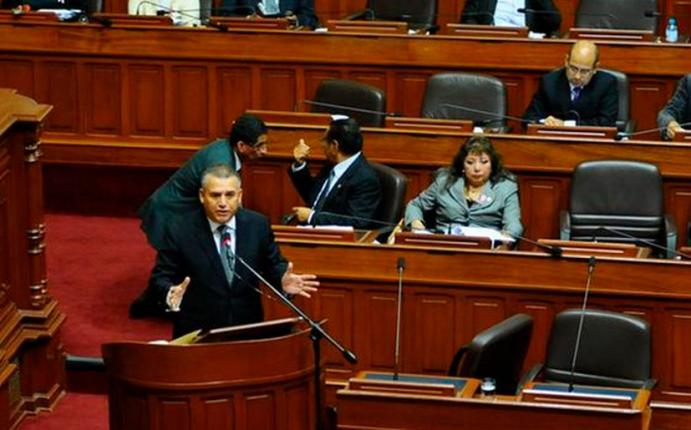 8 frases de Daniel Urresti en su interpelación en el Congreso