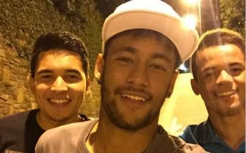 Elecciones en Brasil: Neymar brinda su apoyo a Aécio Neves