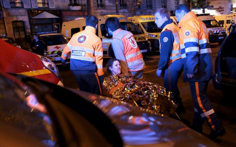 Mujer herida durante atentado terrorista en París (Foto: EFE)