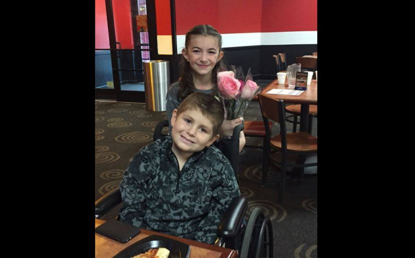 La historia de amor de David (8) y Ayla (7) (Facebook: Amber Floyd Spisak)