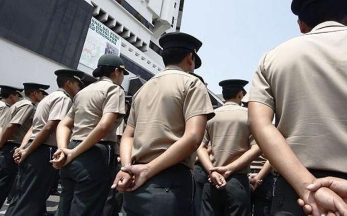 Ministerio del interior retir a m s de polic as por for Ministerio del interior peru