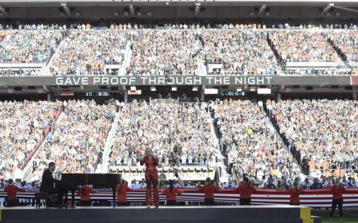 Super Bowl 50: Lady Gaga y su magistral interpretación del himno de EEUU
