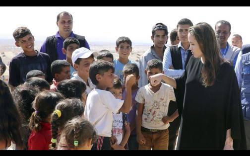 Angelina Jolie y su gran gesto al visitar un campo de refugiados sirios en Jordania