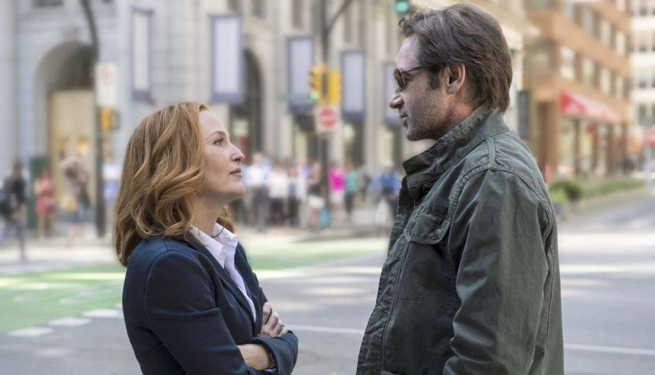 David Duchovny es Mulder y Gillian Anderson es Scully en 'The X-Files' (Foto: Fox)
