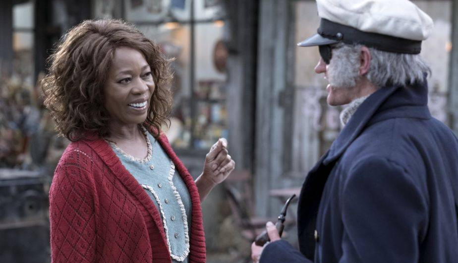 Alfre Woodard es la tía Josephine y Neil Patrick Harris es el conde Olaf en 'A Series of Unfortunate Events' (Foto: Netflix)