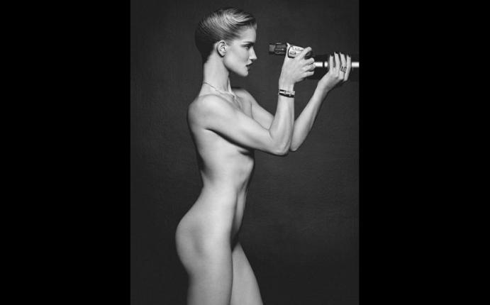 Rosie Huntington Whiteley Se Desnuda Para Lui Magazine Fotos