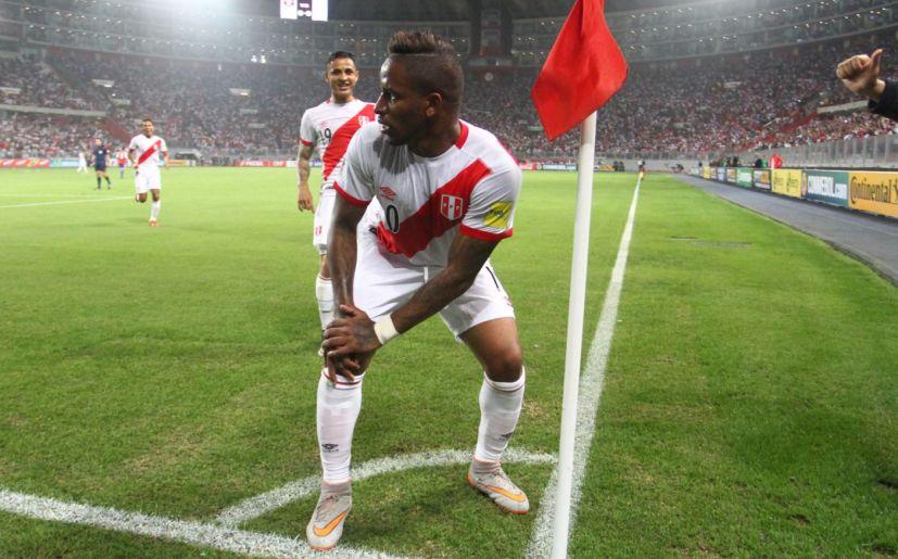 314717c53 Perú vs Paraguay  bicolor venció 1-0 en eliminatorias Rusia 2018 con gol de  ...