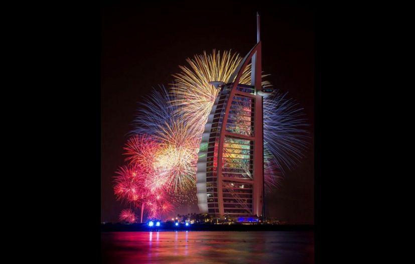 Dubai Celebra Con Fuegos Artificiales Ano Nuevo 2016 Pese A Incendio