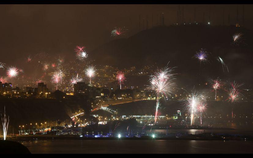 Ano Nuevo Fuegos Artificiales Iluminaron Cielo De Lima Para Recibir