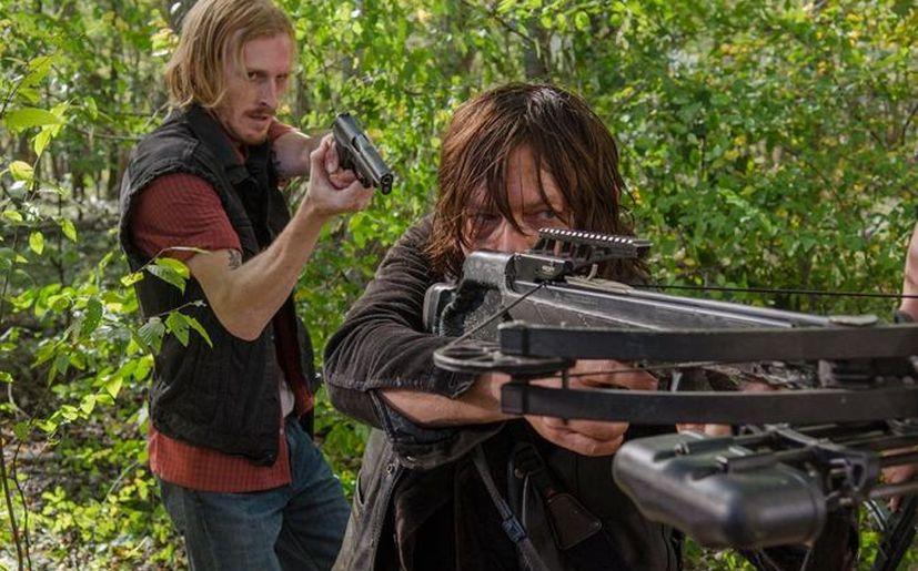 Austin Amelio es Dwight y Norman Reedus es Daryl en 'The Walking Dead' (Foto: AMC)