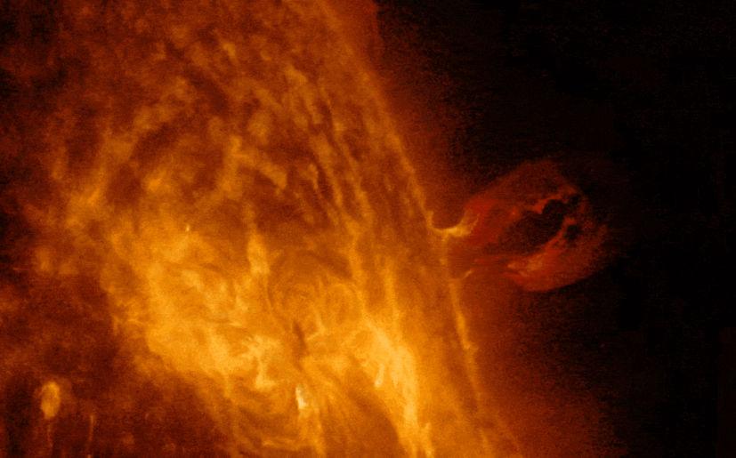 NASA: llamarada solar afectó comunicaciones en la Tierra | GIF