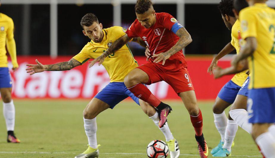 Perú venció 1-0 a Brasil con gol de Ruidíaz y pasó a cuartos de Copa ... 4a9bcf4a80685