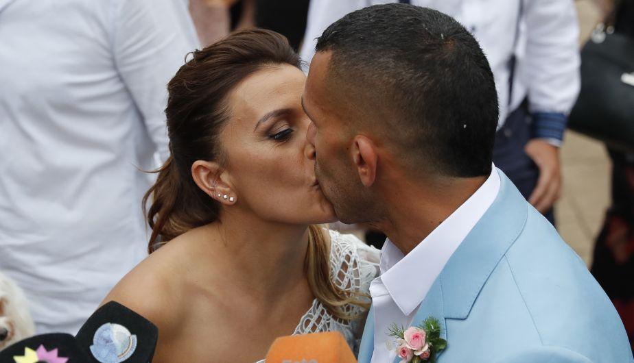Carlos Tevez y su novia Vanesa Mansilla se casaron tras varios años de relación (EFE)