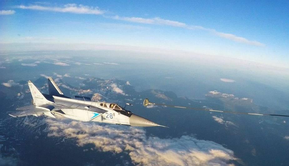 Imagen que muestra el reabastecimiento en vuelo de caza-interceptor MiG-31 en el aire de Kamchatka. (Foto: Ministerio de Defensa de Rusia)