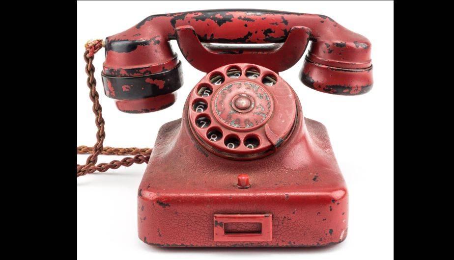 El teléfono rojo original de Adolf Hitler se subasta desde el 18 de febrero en Estados Unidos (EFE)