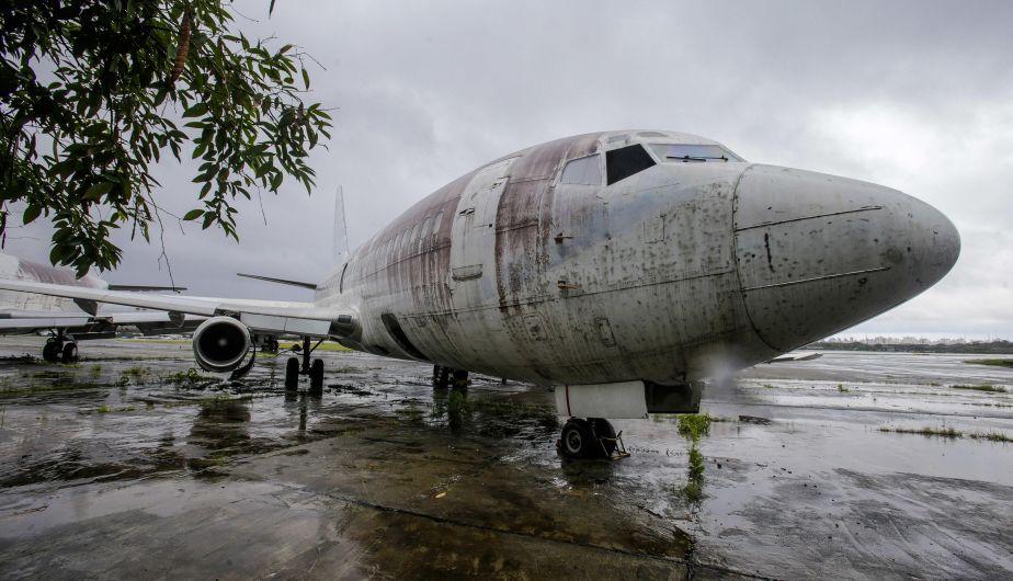 Este avión de Lufthansa fue secuestrado en 1977 y así luce en completo abandono en un aeropuerto de Brasil (EFE)