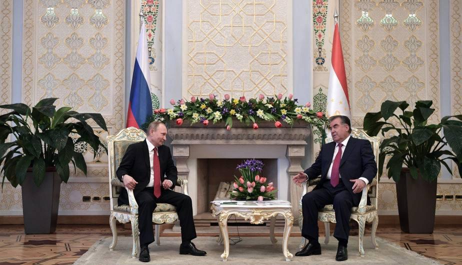 Vladimir Putin y Emomalí Rajmón. (Foto: EFE)