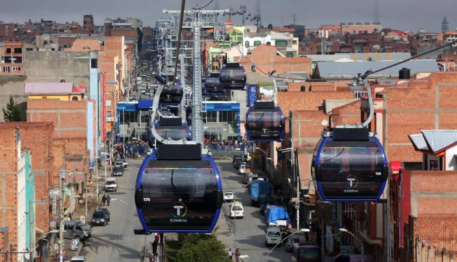 El Gobierno de Bolivia inauguró una nueva línea de teleférico en la ciudad de El Alto, cercana a La Paz (EFE)