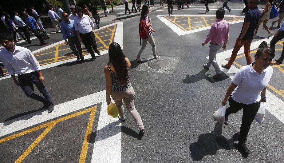 En la comuna Las Condes, en Santiago, se inauguró un cruce peatonal denominado 'Solución Tokio' (EFE)