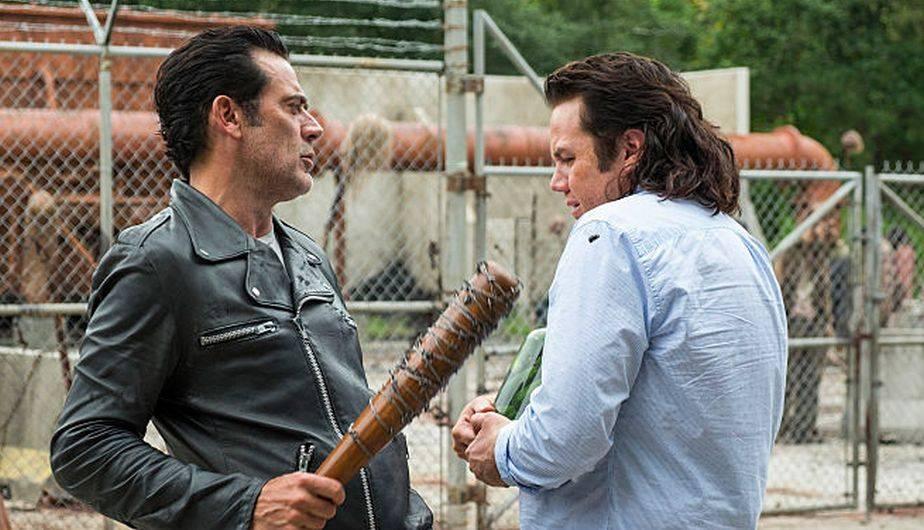 1. EUGENE. El falso científico ha encajado en el Santuario haciendo todo lo que Daryl Dixon nunca hizo, siendo compensando por Negan. De hecho, hasta el final del capítulo 'Hostiles and Calamities' (7x11) parecía que había cambiado por completo de lealtad cuando ayudó a fortificar las vallas del hogar de los 'salvadores' y frustró los planes de las 'esposas' de Negan para matarlo. Entonces, ¿le dio realmente la espalda a Rick? (Foto: The Walking Dead / AMC)