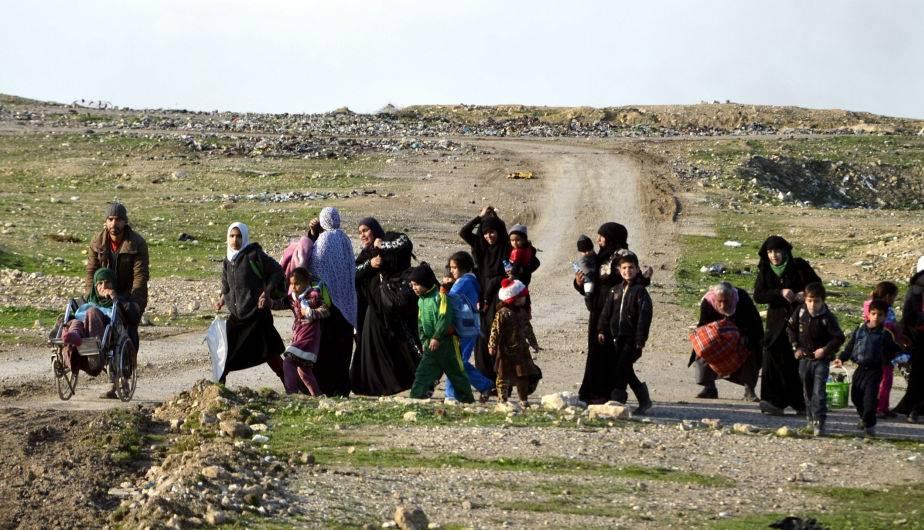 Civiles huyen de Mosul ante ofensiva para expulsar a ISIS. (Foto: EFE)