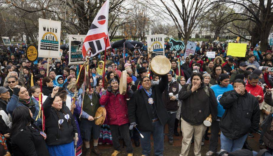Tribus indias de Estados Unidos protestaron contra Donald Trump por la construcción del oleoducto Dakota Access (EFE)