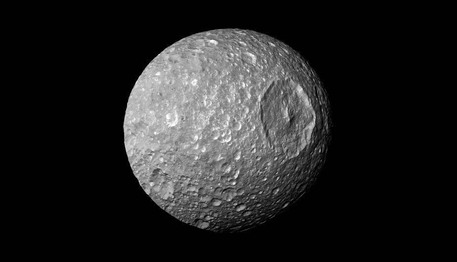 Mimas, la 'Estrella de la Muerte' de nuestro Sistema Solar. (Foto: NASA/JPL-Caltech/Space Science Institute)