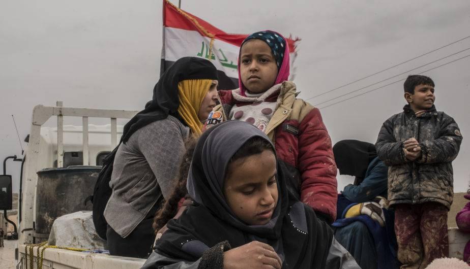 Una familia iraquí huye de Mosul. (Foto:  Getty Images)