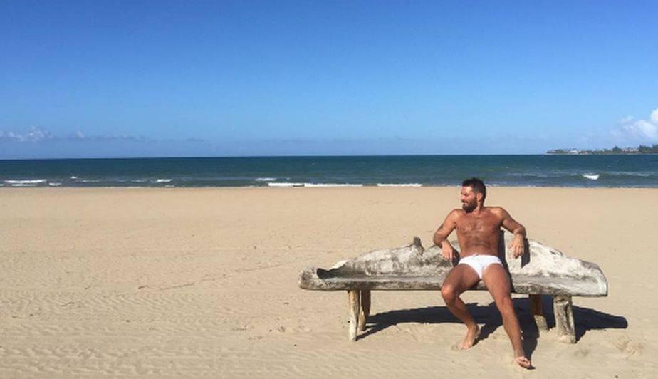 El actor Julián Gil tiene 46 años pero sabe cómo mantener una figura de infarto para todos sus seguidores. (Foto: Instagram)