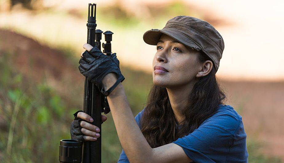 Cuando Rosita intenta ayudar a Eugene este se niega a huir del Sanctuary (Foto: The Walking Dead / AMC)