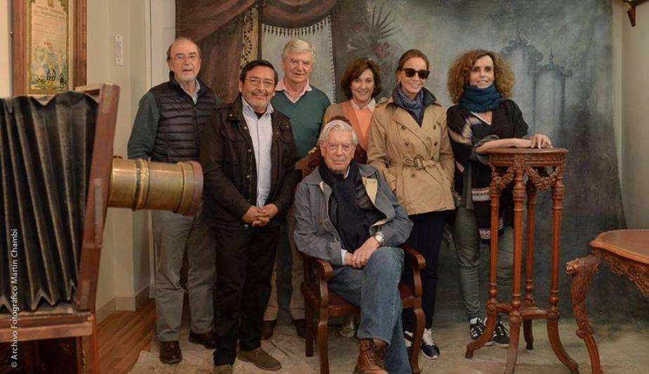 Mario Vargas Llosa e Isabel Preysler llegaron con un grupo de amigos españoles. (Foto: Facebook)