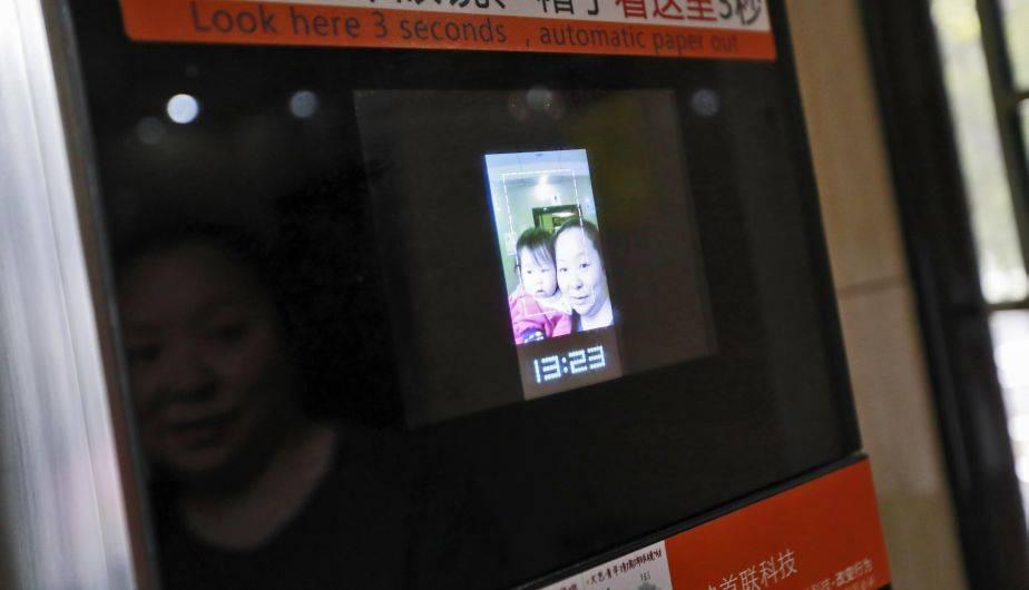 China introdujo el reconocimiento facial en los dispensadores de papel higiénico (EFE)