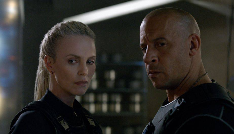 Como se ve en el tráiler de 'The Fast and the Furious', Toretto  y Cipher se dan un beso (Foto: Universal Pictures)