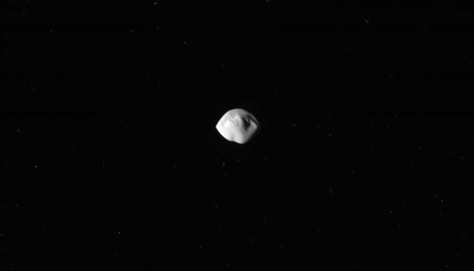 Atlas, 'platillo volador' de Saturno. (Foto: NASA)