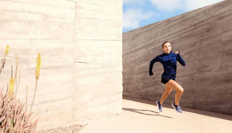 El modelo refleja la silueta natural del pie femenino al correr para  brindar un mejor rendimiento 59df8fe8d24d5