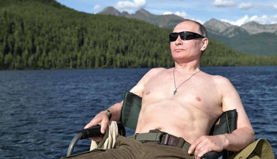 Se Video La CamisetaFotos Vladimir Putin A Quitar Volvió OvN80wmn