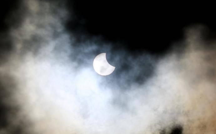 Pese a las nubes, Colombia pudo ver parte del eclipse solar ...