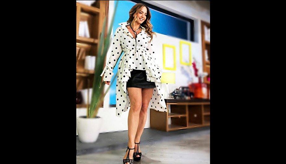 ... Andrea Legarreta posa en minifalda y seduce a seguidores en Instagram  ... be1cdef77f36